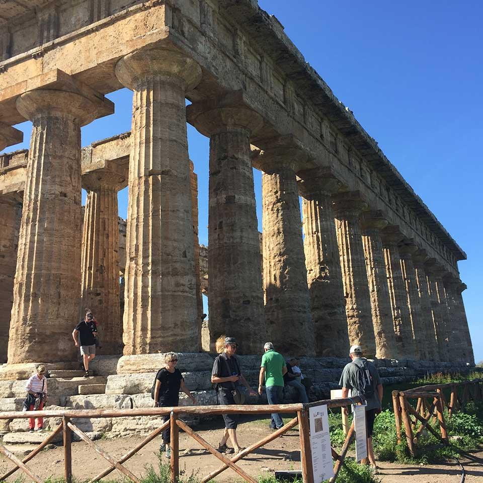 Ausflug nach Peastum. Sie Die Säulen vom Tempel